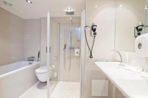 A bathroom at Thon Hotel Oslofjord