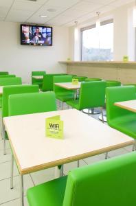 The lounge or bar area at ibis budget Bradford