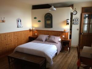 A bed or beds in a room at Bed&B La Ferme De L'ostrevent