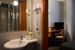 Ein Badezimmer in der Unterkunft Hotel Zone