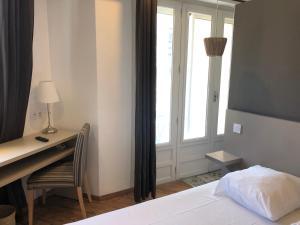 Un ou plusieurs lits dans un hébergement de l'établissement Hôtel Saint Roch Montpellier Centre