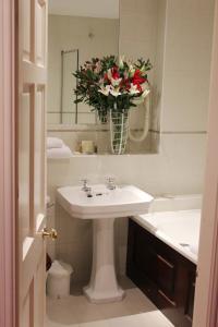 A bathroom at Netherwood Hotel & Spa