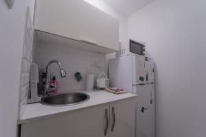A kitchen or kitchenette at Neviot