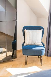 A seating area at Rooftop Suite Börse by welcome2vienna