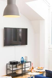 A television and/or entertainment center at Rooftop Suite Börse by welcome2vienna