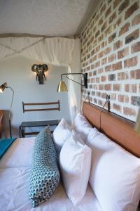 Un ou plusieurs lits dans un hébergement de l'établissement Gondwana Etosha Safari Lodge