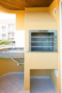 A kitchen or kitchenette at Bombinhas Praia Apart Hotel - unidade rua Bem Te Vi