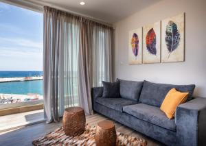 A seating area at Big Blue suites 2
