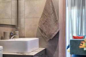 A bathroom at Big Blue suites 1