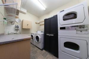 A kitchen or kitchenette at Squamish Adventure Inn