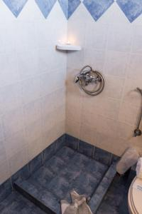 A bathroom at Act Art Skiathos
