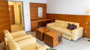 A seating area at Hotel AquaCity Mountain View