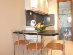 Η κουζίνα ή μικρή κουζίνα στο Ξενοδοχείο Λαζαράτος