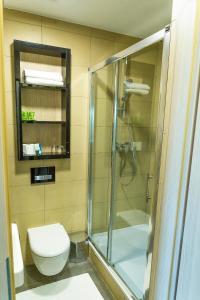 A bathroom at Hotel AquaCity Riverside