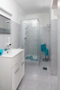 A bathroom at Kőszeg Panzió