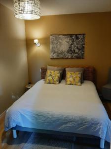 A bed or beds in a room at La Villa Claudia