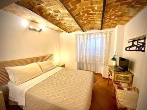 A bed or beds in a room at La Casa Di Ago