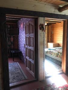 Кровать или кровати в номере Дом с баней на берегу озера Волго