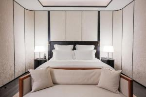 A bed or beds in a room at Bulgari Hotel Shanghai
