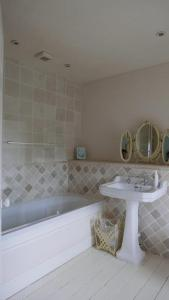 A bathroom at Belmount Hall