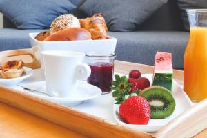 Breakfast options available to guests at Hotel Praia