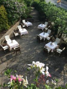 Un restaurante o sitio para comer en Hotel Batzenhäusl