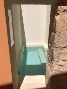 Der Swimmingpool an oder in der Nähe von Antica Canea Luxury Rooms