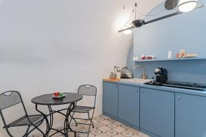 A kitchen or kitchenette at Le Piccole Case Bianche