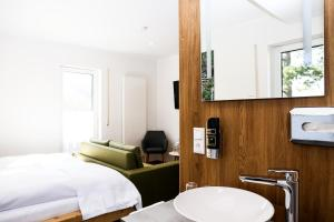 A bathroom at Landhotel Grashof