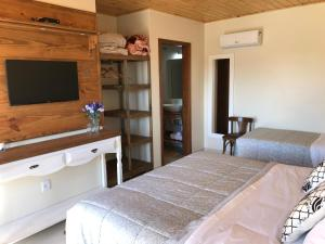 A bed or beds in a room at Pousada Flor de Tuna