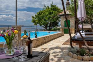 The swimming pool at or close to Villa Sukara