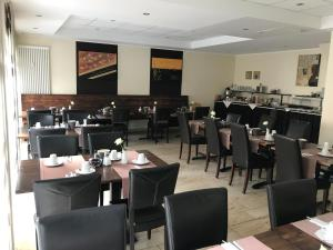 A restaurant or other place to eat at Hotel International am Theater