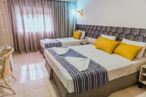 Cama ou camas em um quarto em Baía Branca Beach Resort