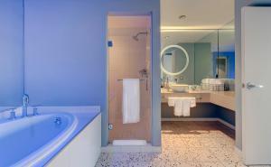 A bathroom at Hotel Valley Ho
