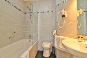 Een badkamer bij Hotel Amiraute