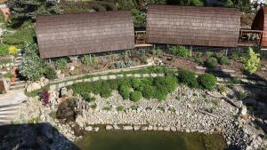 Letecký snímek ubytování Glamp V Hluboké - Yurts and Wooden Houses