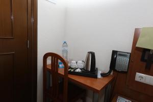 Coffee and tea-making facilities at Pensao Praca Da Figueira