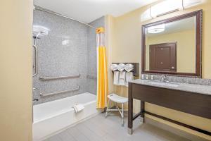 A bathroom at La Quinta by Wyndham Elk City