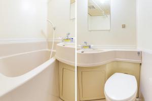 A bathroom at OYO Joetsu City Hotel Kasugayama