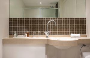 A bathroom at Montagu Place Hotel