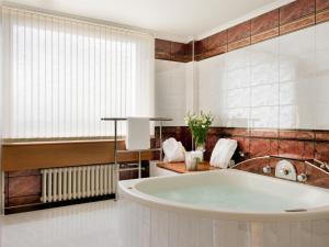 Łazienka w obiekcie Panorama Hotel Prague