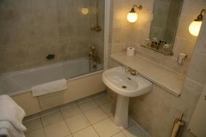 A bathroom at The Saracens Head Hotel