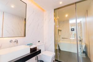 H' Elite Hotelにあるバスルーム