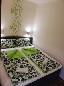 A bed or beds in a room at ARIEL Apartman