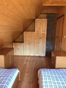 Posteľ alebo postele v izbe v ubytovaní Drevenica Starý Mlyn