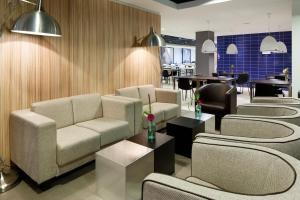 A seating area at Holiday Inn Express Rotterdam - Central Station, an IHG Hotel