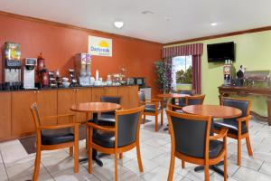 A restaurant or other place to eat at Days Inn by Wyndham Lumberton
