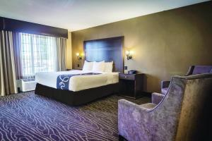 A bed or beds in a room at La Quinta by Wyndham Eugene