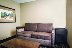 A seating area at La Quinta by Wyndham Eugene