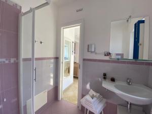 Ein Badezimmer in der Unterkunft 'A Alera Room & Breakfast